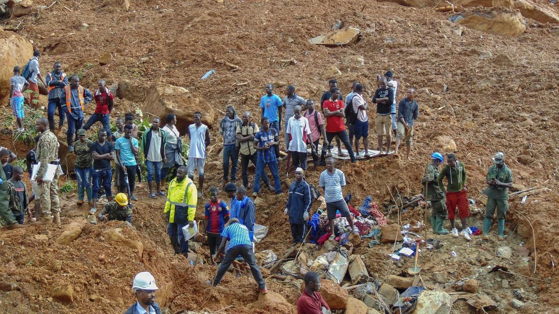 la-fg-sierra-leone-mudslides-pictures-20170815